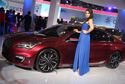 model_long_dress_car